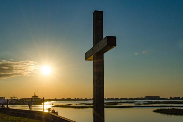 The sun rises behind the seawall cross at Belin United Methodist Church in Murrells Inlet, South Carolina. Photo by Austin Bond Photography