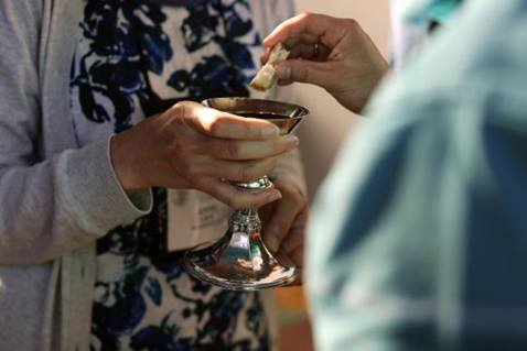 When United Methodists share the sacrament, they remember the Last Supper and so much more. Photo by Kathleen Barry, United Methodist Communications.